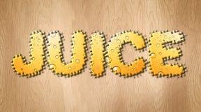 Слово сока покрытое с шипучим напитк апельсиновым соком на деревянной разделочной доске Стоковое фото RF