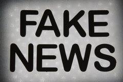 слово ' фальшивка news' стоковое фото rf