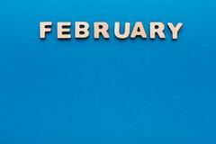 Слово февраль на голубой предпосылке Стоковое фото RF
