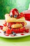 слойка печенья льда ягод cream стоковое изображение rf