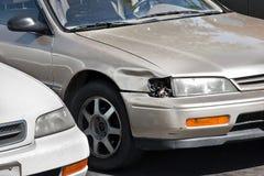 Сломанная фара автомобиля стоковое изображение rf