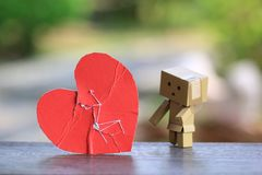 Сломанное красное сердце с зашитый снова стоковые изображения rf