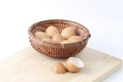 сломанный печь варящ живописание eggs неповрежденный прогресс некоторый поднос Стоковая Фотография RF
