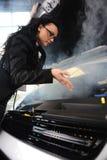 сломленная женщина автомобиля дела Стоковое Фото