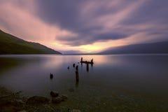 Сломленная мола наряду с озером Wakatipu, Glenorchy, Новой Зеландией Стоковые Фотографии RF