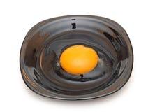 Сломленное желтое яичко Стоковые Изображения RF