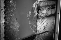 Сломленное окно защитного стекла Стоковое Изображение