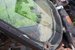 Сломленное стекло старого автомобиля Стоковые Фото