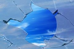 сломленное стеклянное небо отверстия Стоковое Изображение RF