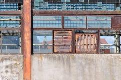 сломленные окна стоковые фотографии rf