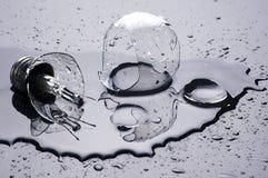 Сломленные шарик и вода стоковое изображение rf
