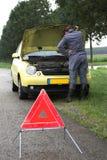 сломленный автомобиль вниз Стоковые Изображения