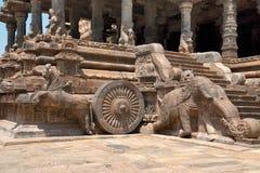 Слоны балюстрад и лошадей скакать, Агры-mandapa, виска Airavatesvara, Darasuram, Tamil Nadu Взгляд от юговостока стоковые изображения rf