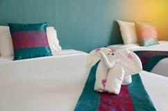 Слон полотенца на кровати Стоковая Фотография