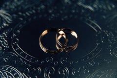 Служат платье свадьбы обручального кольца, который стоковые фотографии rf