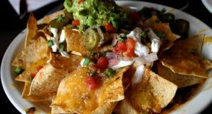 служение nachos Стоковая Фотография