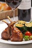 служят мясо овечки, котор Стоковое Фото