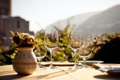 Служят таблица на кафе лета Стоковая Фотография RF