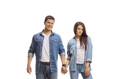 Случайные молодые пары держа руки стоковое фото rf