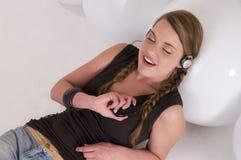 слушает нот к Стоковая Фотография RF