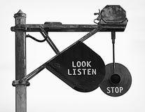 слушает стоп знака взгляда Стоковые Изображения RF