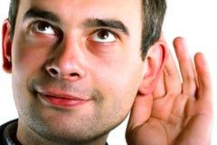 слушает человек Стоковые Фотографии RF