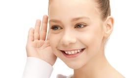 слушать сплетни девушки подростковый Стоковая Фотография RF