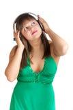 слушая женщина нот Стоковое Фото