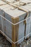 Слябы или камни мостоваой бетона или гранита серые квадратные для штабелированных пола, стены или пути Производство индустрии или стоковые изображения