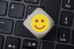 Смайлики на клавиатуре, счастливый, несчастной стоковые фото