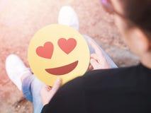 Смайлик сердца в руке стоковые фото
