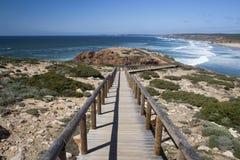 смежный promontory Португалии bordeira пляжа к Стоковые Фото