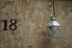Смертная казнь через повешение лампы светлая на стене Стоковые Изображения