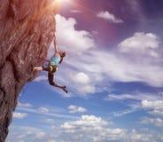Смертная казнь через повешение альпиниста на ее руке Стоковая Фотография RF