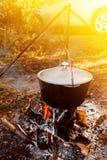 Смертная казнь через повешение бака на треноге над огнем Стоковая Фотография RF