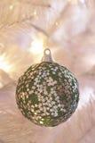 Смертная казнь через повешение безделушки на рождественской елке Стоковые Изображения