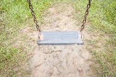 Смертная казнь через повешение качания в саде Стоковые Фотографии RF