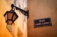 Смертная казнь через повешение уличного света на французской узкой части стоковое изображение