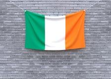 Смертная казнь через повешение флага Ирландии на кирпичной стене стоковые фото