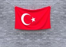 Смертная казнь через повешение флага Турции на кирпичной стене стоковые изображения