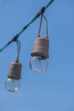 Смертная казнь через повешение электрической лампочки на проводах Стоковая Фотография