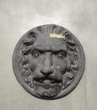 Смертная казнь через повешение элемента льва классицистическая архитектурноакустическая на стене сада Стоковые Изображения RF