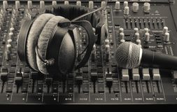 Смесители в реальном маштабе времени и ядровые и студия музыки Стоковая Фотография RF