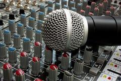 Смеситель и микрофон Стоковые Изображения