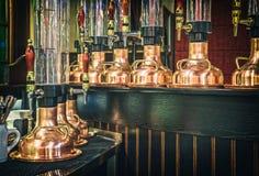 Смеситель и стеклянная лампа для пива Стоковое Изображение RF