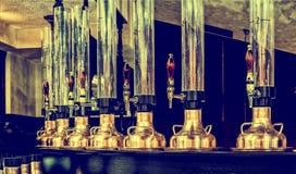 Смеситель и стеклянная лампа для пива Стоковые Фото