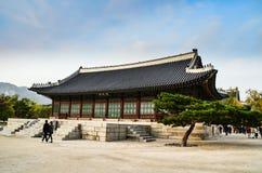 Смесь дворца Gyeongbokgung, Сеул, Южная Корея Стоковое Фото