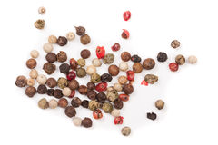 Смесь перца перцев горячего, красного, черного, белого и зеленого изолированного на белой предпосылке Взгляд сверху Стоковые Изображения