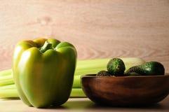 Смесь, смешивание зеленых овощей, вытрезвитель, концепция диеты Стоковая Фотография RF