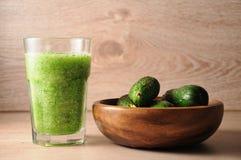 Смесь, смешивание зеленых овощей, вытрезвитель, концепция диеты Стоковое Фото